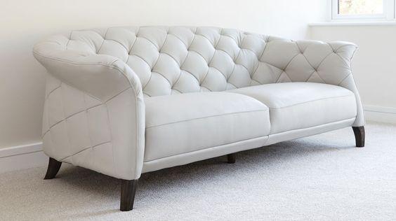 Những bộ ghế sofa văng nên lựa chọn những gam màu sáng để phòng khách xua tan cảm giác chật hẹp